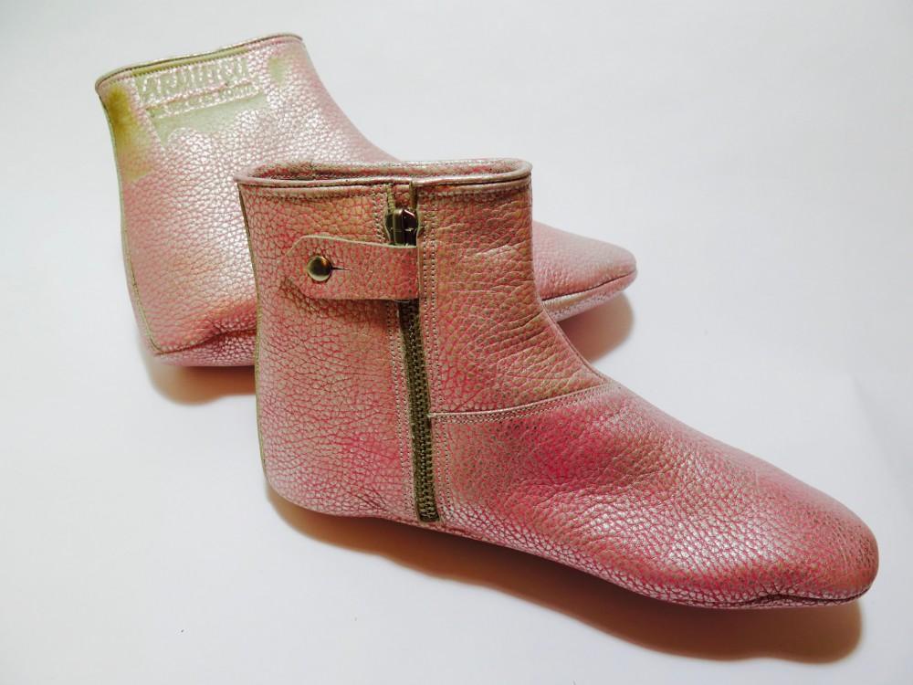 Handmade pink prayer shoes (mest)