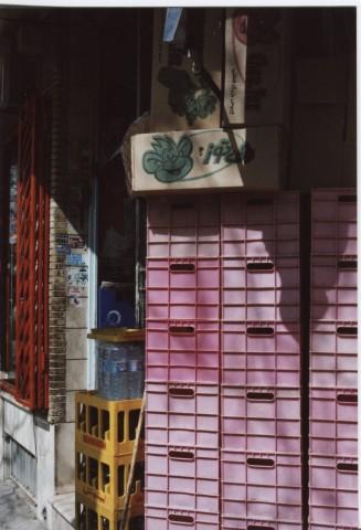 """Cheetoz"" monkey box in a Tabriz store"